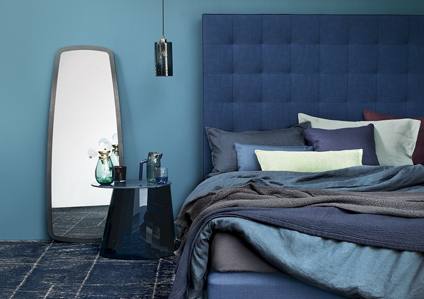 Lighter shades of teal work perfectly with more traditional blues, especially in a bedroom.