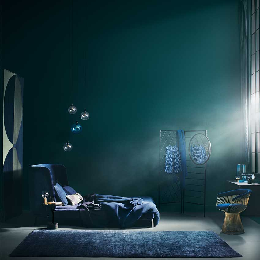 Blue light may be bad for you at bedtime, but a blue room can be intensely restful. Styling: Sania Pell; Photography: Beth Evans. First featured in the November 2016 edition of ELLE Decoration.