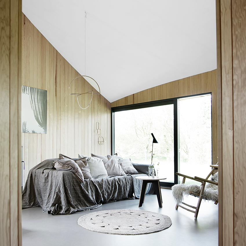 This Danish summer cottage is an architectural triumph, designed by architect Flemming Skude. First featured in ELLE Decoration Country Volume 10. See link at end of post. Photographer: Mikkel Adsbol/House of Pictures; Production/Styling: Hanne Vind.