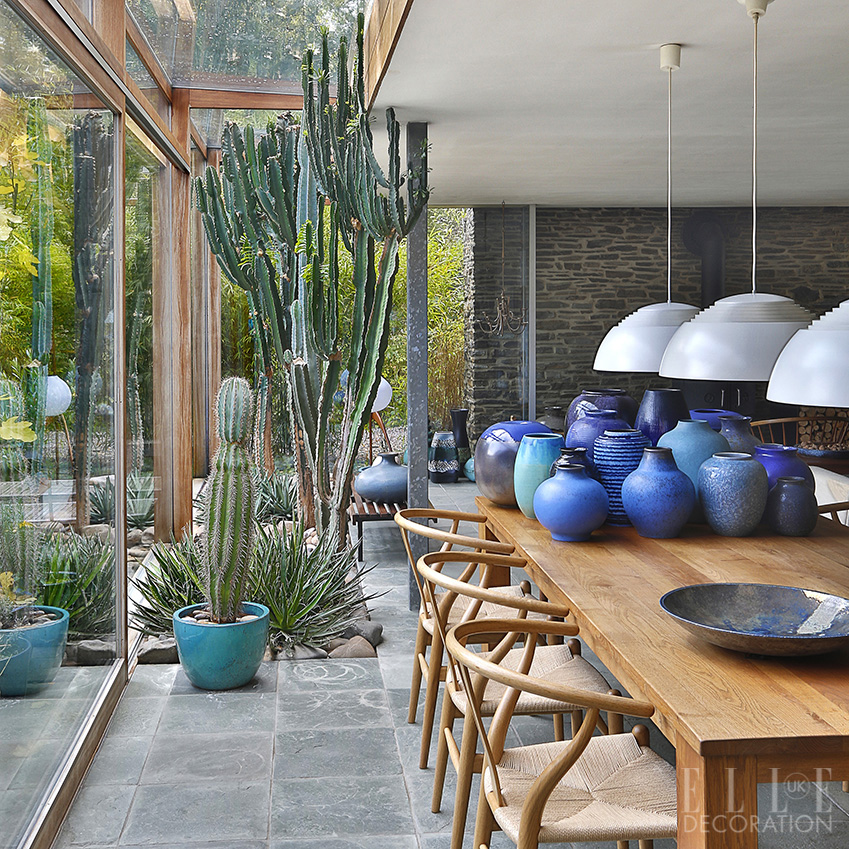 Walls of floor-to-ceiling glass open out onto the garden, bringing in plenty of natural light and allowing guests to enjoy the views as they dine<span>Photography: Serge Anton/Living Inside</span>
