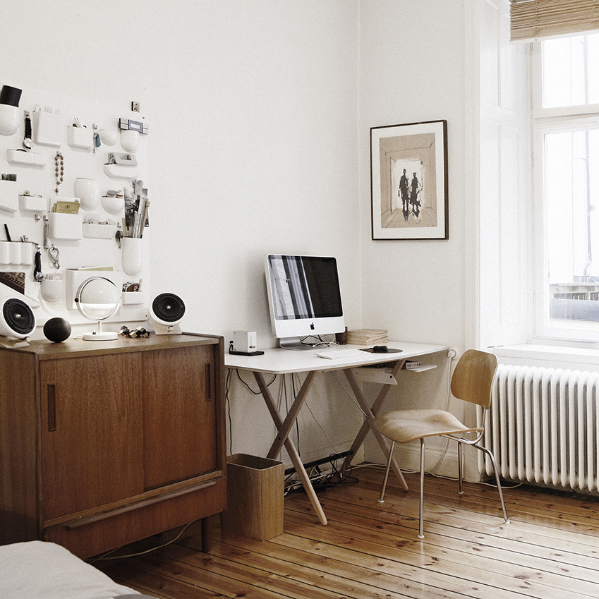 Mix and match different tones of wood for a warming effect in this study area
