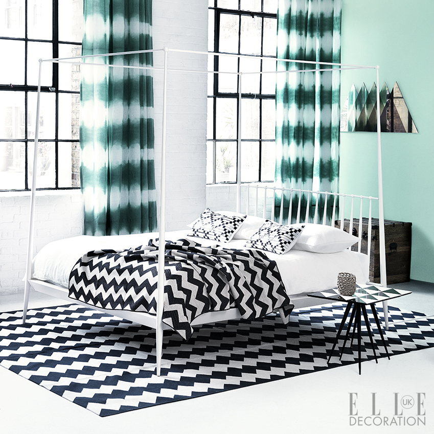Fuse ombre prints with bold geometrics for an attention-grabbing bedroom look<span>Photography: Damian Russell</span>