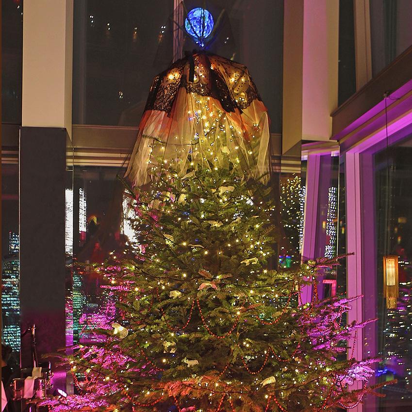 Designer christmas decorating elle decoration uk for Elle decor christmas tree